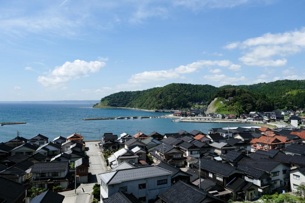 真脇海岸と漁村の風景